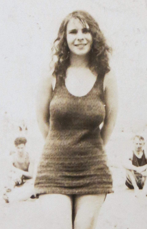 Vintage Beautiful Women 42