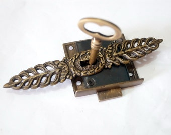 Set Vintage Vertical WREATH ESCUTCHEON Key Hole with Antique Skeleton Key & LOCK