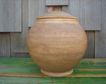 Ceramic pot with lid. Lidded spherical vessel.