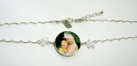 Sterling Flowers with a Round Photo Pendant Necklace P17Na
