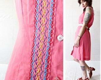 Vintage 70s Dress . Salmon Pink Soft Cotton Sleeveless Shirtdress with Colorful Yarn Embroidery. Size Medium / Large