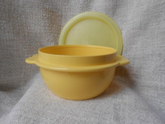 Vintage Tupperware Toy, Childrens Mixing Bowl, Scalloped Handled with matching lid