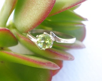 Natural Gem Stone Peridot 5mm Faceted Round 925 Sterling Silver Ring