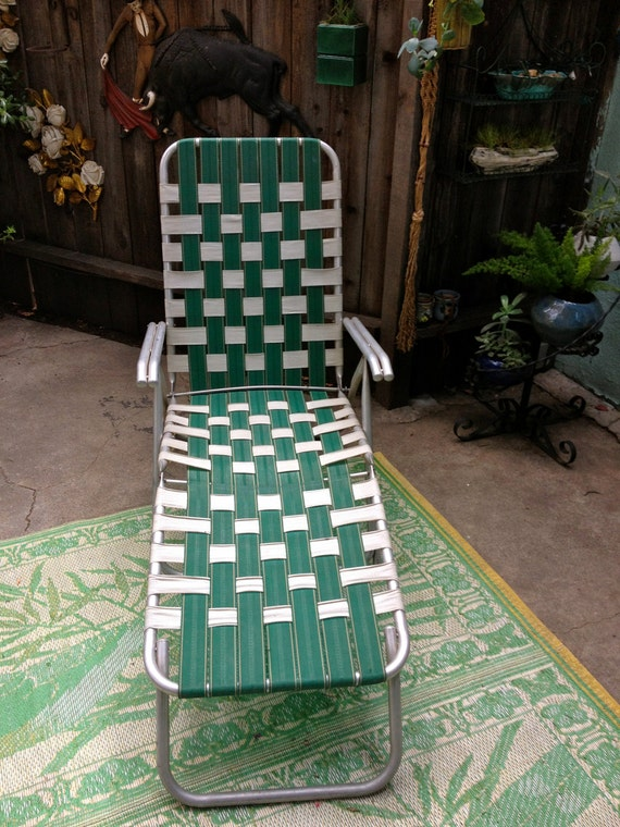 Vintage aluminum lawn chair green and white by elkhugsvintage for Aluminum web chaise lounge