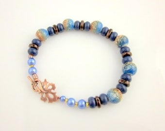 Blue and Tan Beaded Lampwork Bracelet, Gifts for Her, Beaded Jewelry, Summer Jewelry, Glass Bead Bracelet