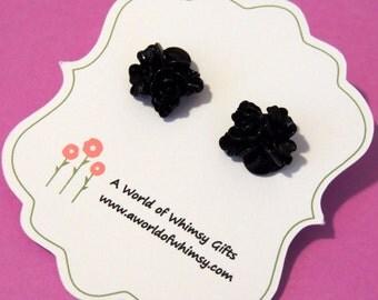 Black cabochon flower earrings