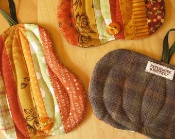 Pumpkin Coasters ( potholder halloween quilt pattern scrappy patchwork autumn mug-rug hot-pad )