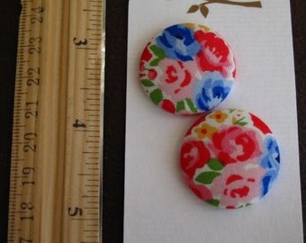 """Wearable Sew On Fabric Covered Buttons - Size 45 or 1 1/8"""" Bouquet of Flowers"""