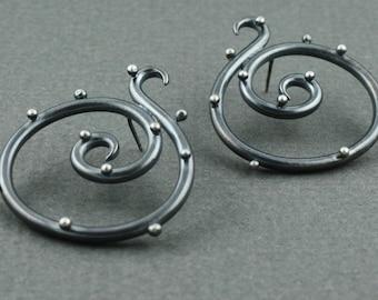 Super spiral earrings in oxidized sterling silver - stud earrings polka dot