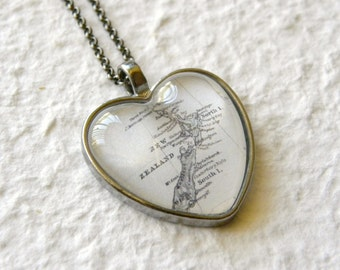 New Zealand Map Necklace - Heart Shaped