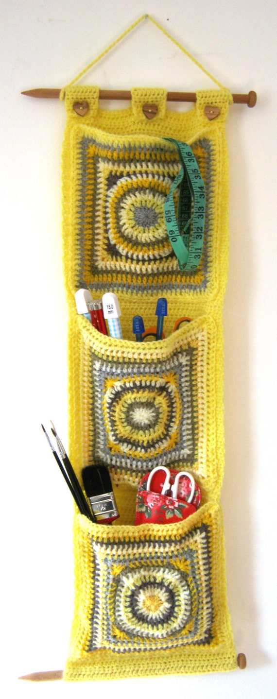 Crochet Wall Hanging : Crochet Pattern for Hanging Wall Pockets for toys or craft storage PDF