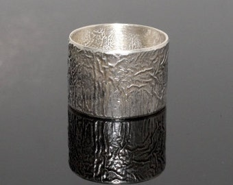 Reticulated silver wide band. One of a kind statement ring. SIZE 9. Anneau. Fingerring.