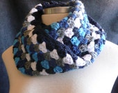 Infinity scarf - circle scarf - Cowl - Neckwarmer in Granny Pattern - Blues
