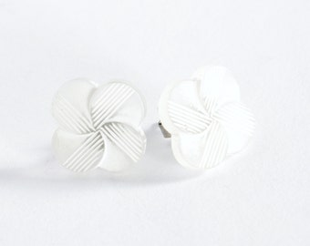White flower vintage plastic button earring