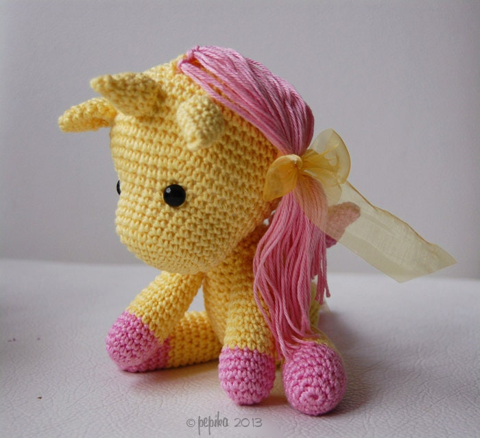 Unicorn Amigurumi Yarn Yard : Amigurumi Crochet Unicorn Pattern Peachy Rose the Unicorn