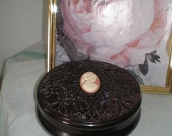 Avon Exquisite Cameo Powder Box from 1970s