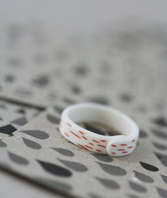 Grass - Red - Porcelain Ring