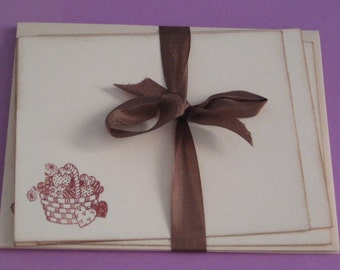 Set of 4 Note Cards and Envelopes Basket of Hearts