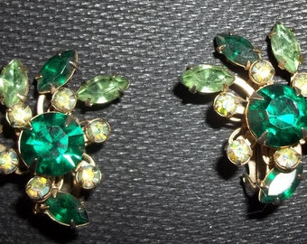 Glamour Girl Emerald Green Sparkly Prong Set Rhinestone Vintage Earrings