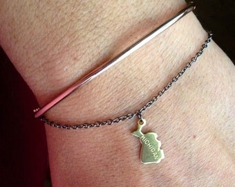 Single State Charm Bracelet - Gift graduation - tiny state charm, birthday gift,  bff, college, travel, state jewelry, long distance