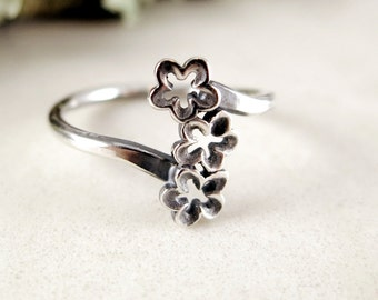 Flower Ring, Sterling Silver, 3 blossoms, Nature jewely