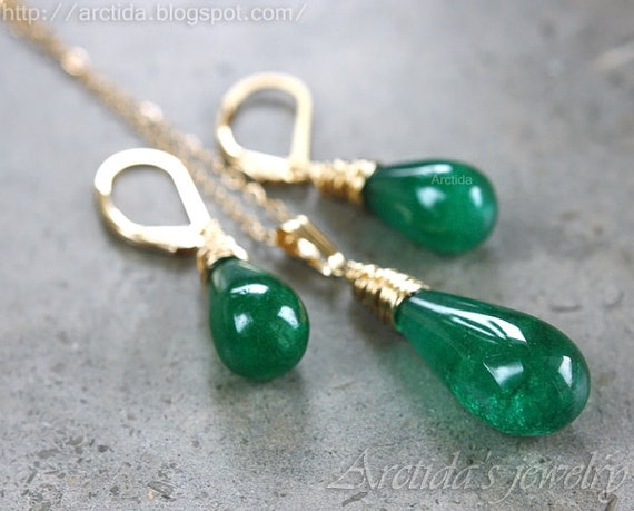 Emerald green Agate necklace and earrings wire wrapped in 14K gold filled - Esmeralda