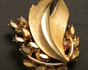 B.S.K Brooch Pin Gold Tone with Rhinestone True Vintage