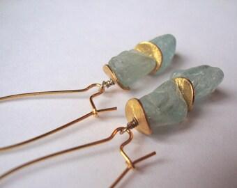 Rough aquamarine and gold dangle earrings
