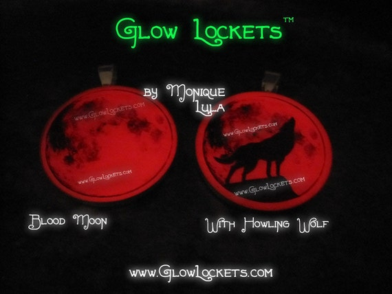 Blood Red Full Moon Glow in the dark Pendant Howling Wolf