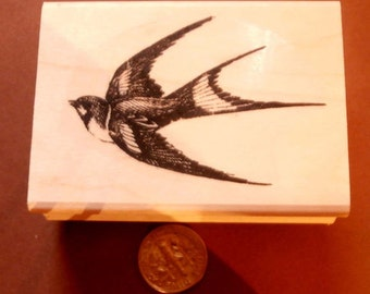 P16  Swallow flying left bird rubber stamp