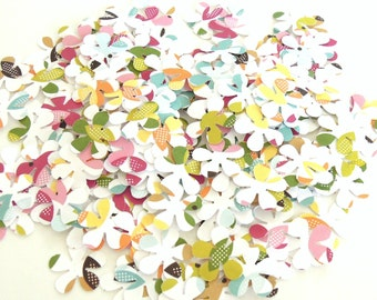 Running Through The Daisy Fields - Lovely Birds of Spring Edition - Set of 100 Flower Confetti