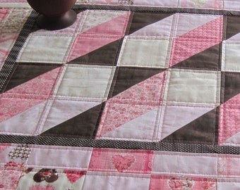 Quilted table runner, Optical Illusions with charm packs, Kissing Booth from Moda