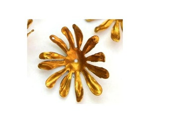 2 flower beads, gold color metal, vintage 26mm, you can change the gesture of the leaves