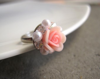 White pearls with Blush Pink Rose and Glitz Swarovski Crystals. Rose Ring. Nature Floral Ring, Statement Ring. Spring summer