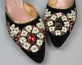 size 7.5, Vintage 60s Flower Kitten Heels / Beads and Sequins
