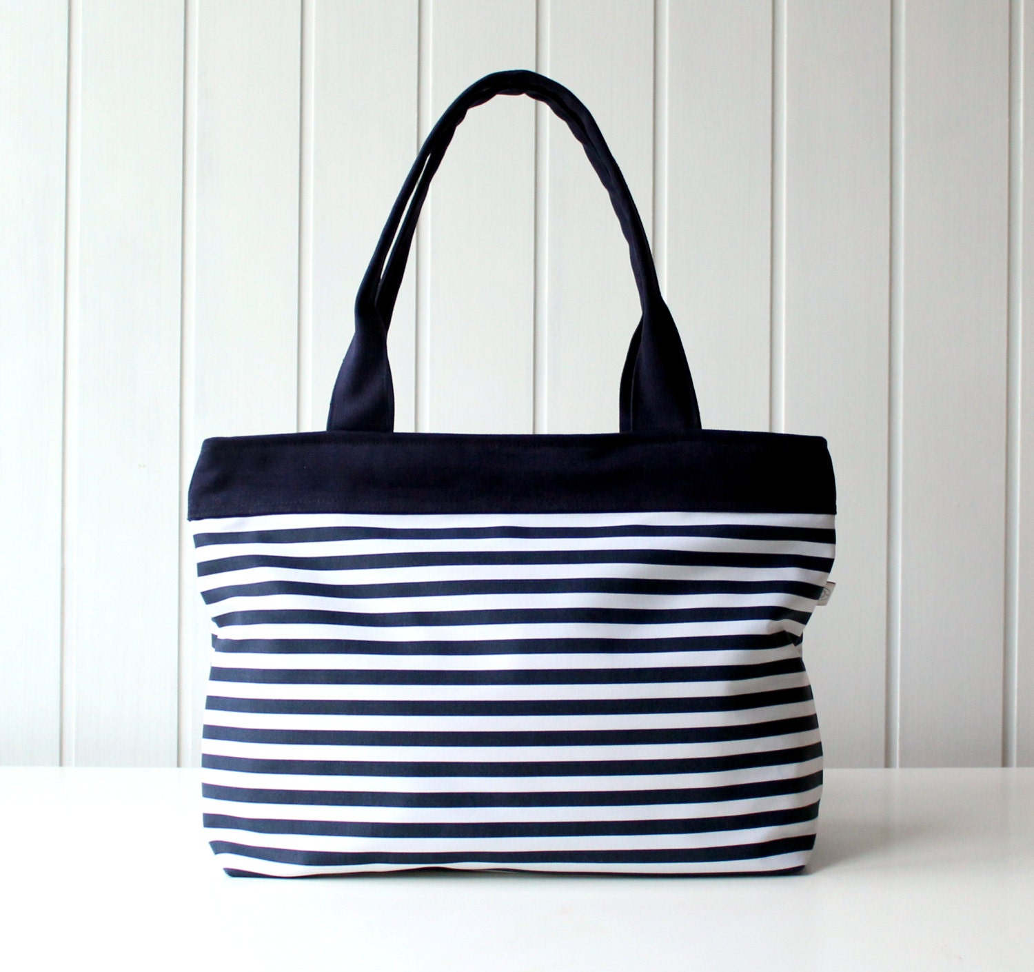 navy and white stripes tote bag beach bag zipper closure. Black Bedroom Furniture Sets. Home Design Ideas