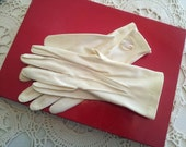 Vintage Off-White Gloves size Small
