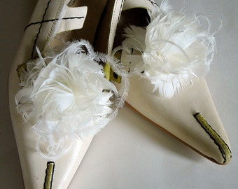 bridal feather shoe clips - Ivory feather wedding shoe clips - wedding shoeclips