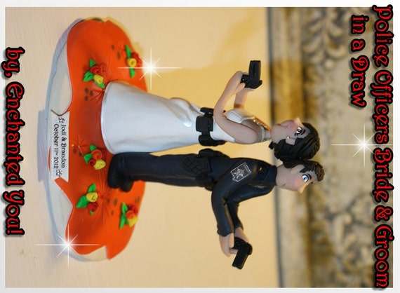 police couple wedding cake toppers dueling officer amp groom personalized wedding 18669
