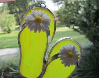 Daisy Flipflop Suncatcher. flower, sandal, yellow,flip flop, beach,sandal, stained glass, glass art, beach