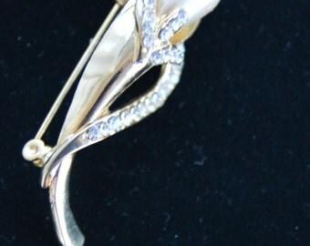 Pretty Vintage Faux Pearl, Rhinestone Brooch, Gold tone, Listing #117