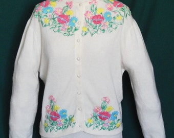 REDUCED Lovely Vintage Cashmere Dalton Sweater Embroidered Appliqued Flowers B44