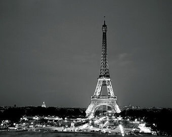 Paris photography - La tour Eiffel dans la nuit - 8x10 art print - cool gift for francophiles paris france night photography black and whit