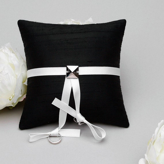 Modern Ring Pillows : Items similar to Black ring pillow, simple and modern ring holder, ring bearer - Kelly on Etsy
