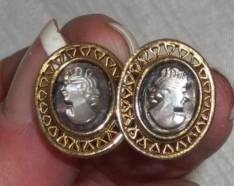 Vintage Cameo Screw Back Earrings Gold-Tone