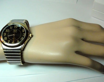 Men Waltham Prestige Watch  Vintage Gold Plated Onyx dial  Working and New Battery Excellent condition Large Wrist