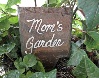 Mom's Garden marker, hand painted sign, plant veggie flowers, outdoor decor, Mother's day