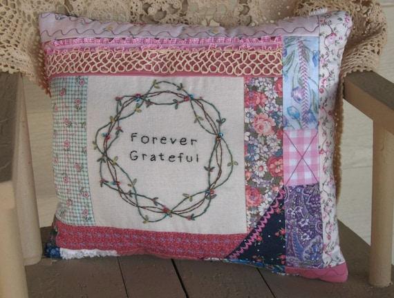 How To Make Shabby Chic Throw Pillows : Shabby Chic Decorative Throw Pillow