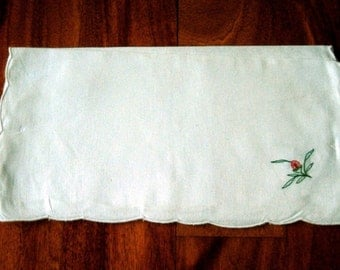 NAPKINS Vintage BUT NEW Set 4 Embroidered Scallopped White Cotton and Embroidery Holiday