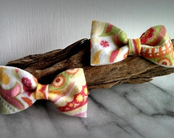 2 Felt Bow hair clips - Spring pattern